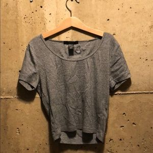 cropped gray t-shirt